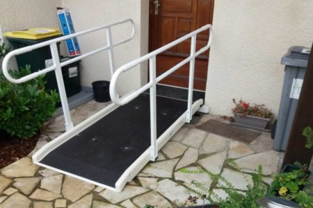 Single standard access ramp with two handrails