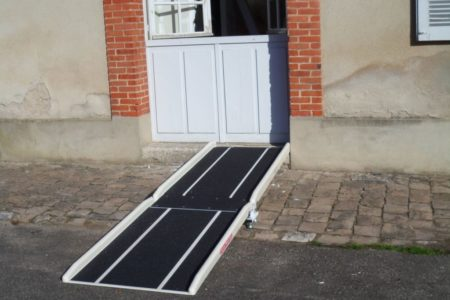 Accessibility of a higher engineering school with two fibreglass ramps