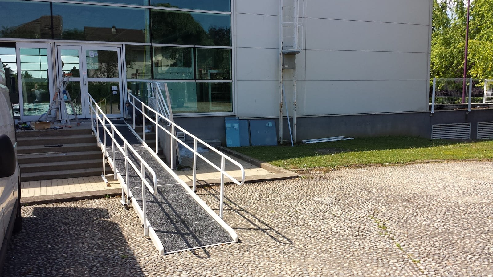 double handrail ramp
