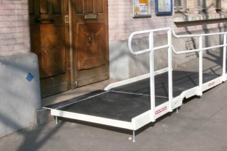 accessibility of the entrance of a school with a fibreglass standard ramp and one handrail