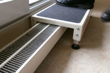 Easy access to your terrace over the radiator thanks to jetmarine easy step