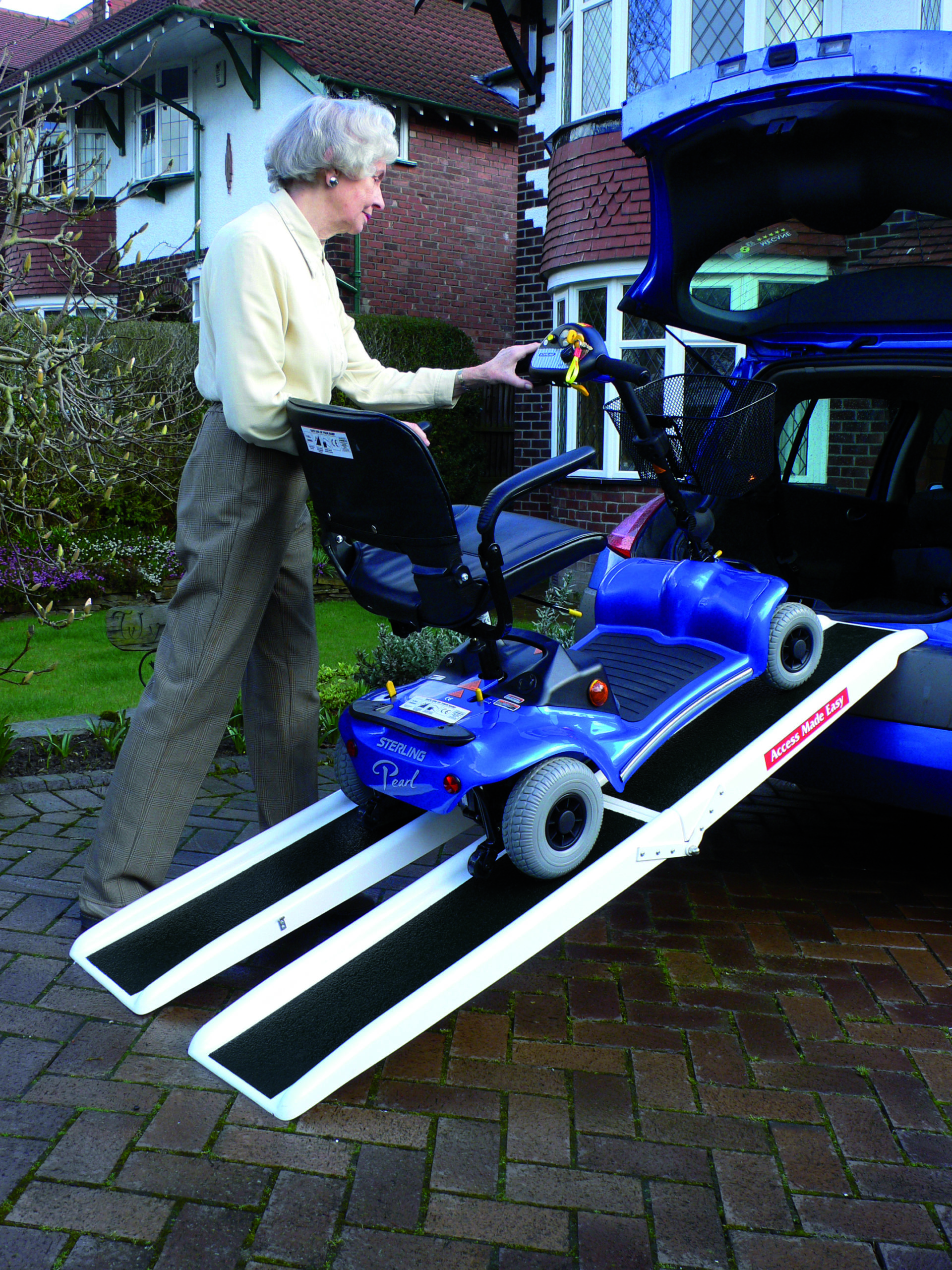 Channel ramp jetmarine ramps to easily charge your electric scooter in the car boot